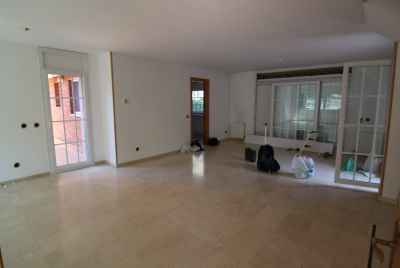 Townhouse with a spacious garden close to the seaside at Gava Mar